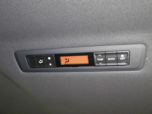 ハイブリッドGi フルセグ メモリーナビ DVD再生 ミュージックプレイヤー接続可 バックカメラ 衝突被害軽減システム ETC ドラレコ 両側電動スライド LEDヘッドランプ 乗車定員7人 3列シート(18枚目)