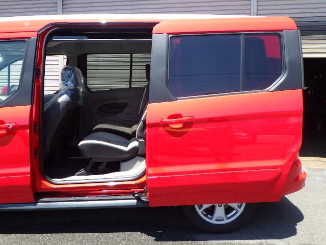 フォード フォード トランジット コネクトワゴン XLT チタニウム 実走行