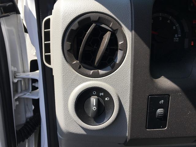 フォード フォード E-150 XLT 黒革フルフラットシート 実走行