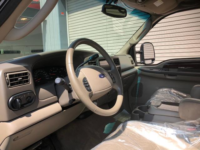 フォード フォード エクスカージョン リミテッド 4WD ベージュ革 ナビ地デジ 26AW