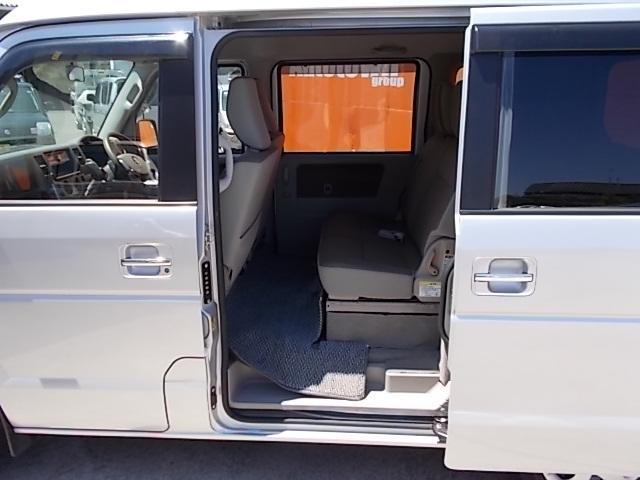 車いす移動車 後部電動固定 リヤシート付(13枚目)