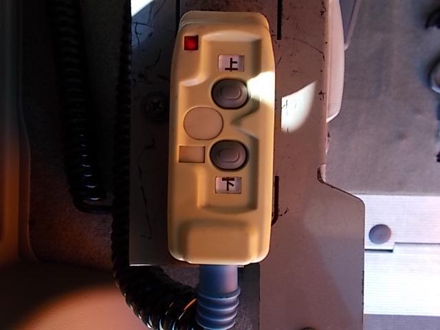 車いす移動車 後部電動固定 リヤシート付(16枚目)