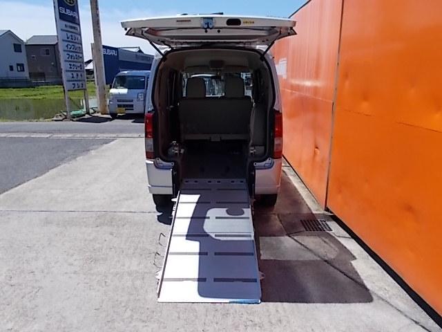 車いす移動車 後部電動固定 リヤシート付(17枚目)