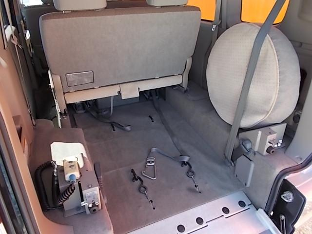 車いす移動車 後部電動固定 リヤシート付(18枚目)
