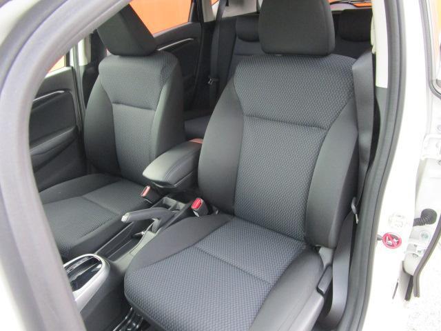 13G・Fコンフォートエディション メモリーナビ/フルセグ/Bカメラ/スマートキー/ETC/盗難防止装置/CD/DVD/USB/アイドリングストップ/禁煙車/横滑防止装置/Bluetooth/運転席・助手席エアバック/ABS(4枚目)