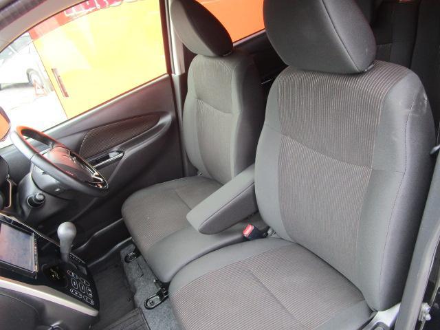 Tセーフティパッケージ SDナビ/フルセグ/アイドリングストップ/衝突軽減ブレーキ/ETC/DVD/CD/スマートキー/アラウンドビューモニター/シートヒーター/ベンチシート/横滑防止装置/エアバック(4枚目)