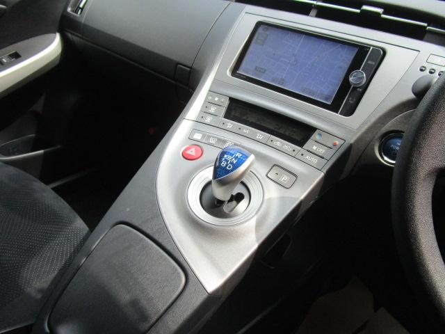 S SDナビ/フルセグ/Bカメラ/スマートキー/ETC/盗難防止装置/HID/DVD/CD/横滑防止装置/オートライト/運転席・助手席エアバック/プライバシーガラス/電動式格納ミラー/ABS(13枚目)