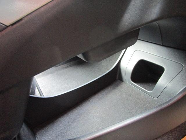 S SDナビ/フルセグ/Bカメラ/スマートキー/ETC/盗難防止装置/HID/DVD/CD/横滑防止装置/オートライト/運転席・助手席エアバック/プライバシーガラス/電動式格納ミラー/ABS(14枚目)