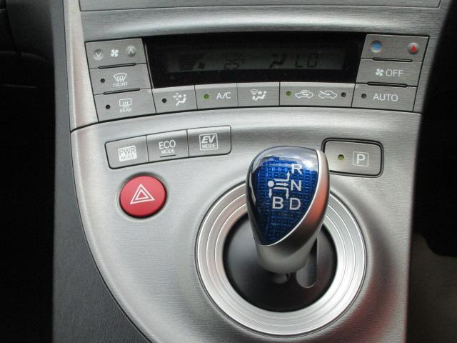 S SDナビ/フルセグ/Bカメラ/スマートキー/ETC/盗難防止装置/HID/DVD/CD/横滑防止装置/オートライト/運転席・助手席エアバック/プライバシーガラス/電動式格納ミラー/ABS(16枚目)