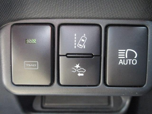 S SDナビ/フルセグ/バックカメラ/衝突軽減ブレーキ/ETC/Bluetooth/DVD/スマートキー/CD/横滑防止装置/アルミホイール/盗難防止装置/オートライト/運転席・助手席エアバック(13枚目)