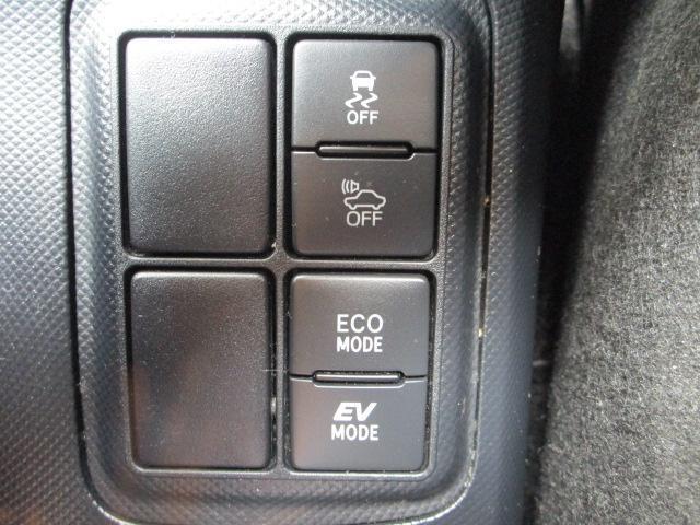S SDナビ/フルセグ/バックカメラ/衝突軽減ブレーキ/ETC/Bluetooth/DVD/スマートキー/CD/横滑防止装置/アルミホイール/盗難防止装置/オートライト/運転席・助手席エアバック(17枚目)