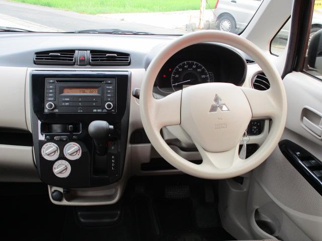 E CD/キーレス/電動式格納ミラー/シートヒーター/横滑防止装置/エアコン/プライバシーガラス/運転席・助手席エアバック/ベンチシート/パワーウィンドウ/パワステ(7枚目)
