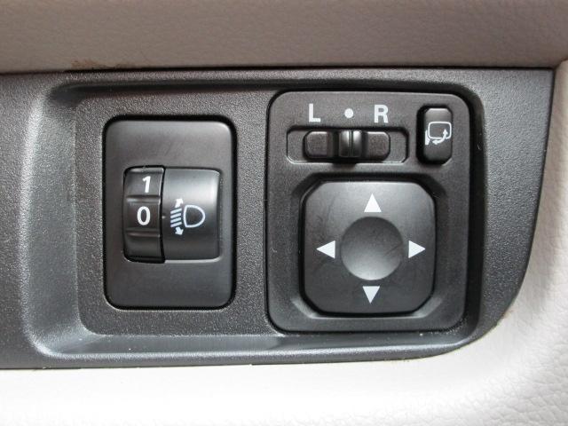 E CD/キーレス/電動式格納ミラー/シートヒーター/横滑防止装置/エアコン/プライバシーガラス/運転席・助手席エアバック/ベンチシート/パワーウィンドウ/パワステ(9枚目)