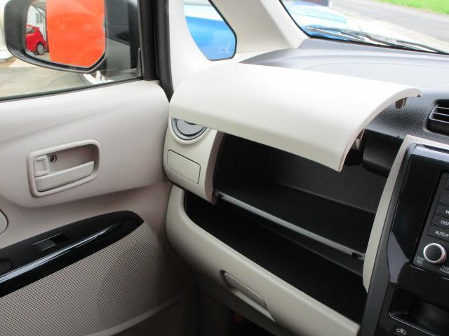 E CD/キーレス/電動式格納ミラー/シートヒーター/横滑防止装置/エアコン/プライバシーガラス/運転席・助手席エアバック/ベンチシート/パワーウィンドウ/パワステ(11枚目)