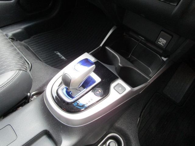 Lパッケージ ディーラーオプションSDナビ/フルセグTV/CD・DVD再生/Bluetoothオーディオ/USB接続/バックカメラ/ETC車載器/スマートキー/LEDヘッドライト/オートライト/クルーズコントロール(15枚目)