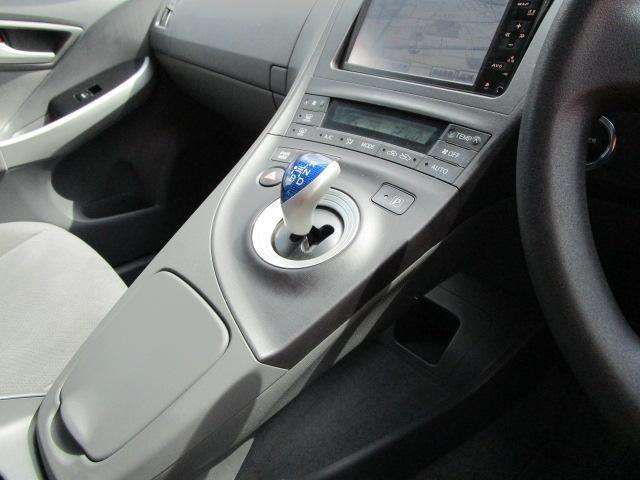 S ディーラーオプションHDDナビ/ワンセグTV/CD・DVD再生/Bluetoothオーディオ/バックカメラ/ETC車載器/スマートキー/プッシュスタート/オートライト/アルミホイール/電動式格納ミラー(12枚目)