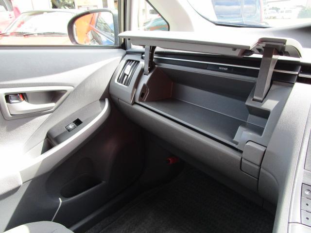 S ディーラーオプションHDDナビ/ワンセグTV/CD・DVD再生/Bluetoothオーディオ/バックカメラ/ETC車載器/スマートキー/プッシュスタート/オートライト/アルミホイール/電動式格納ミラー(16枚目)