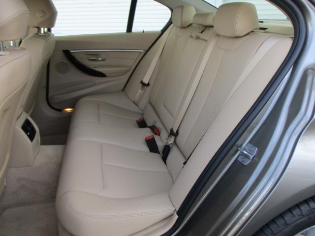 BMW BMW 320d ラグジュアリー レザーシート デモカー