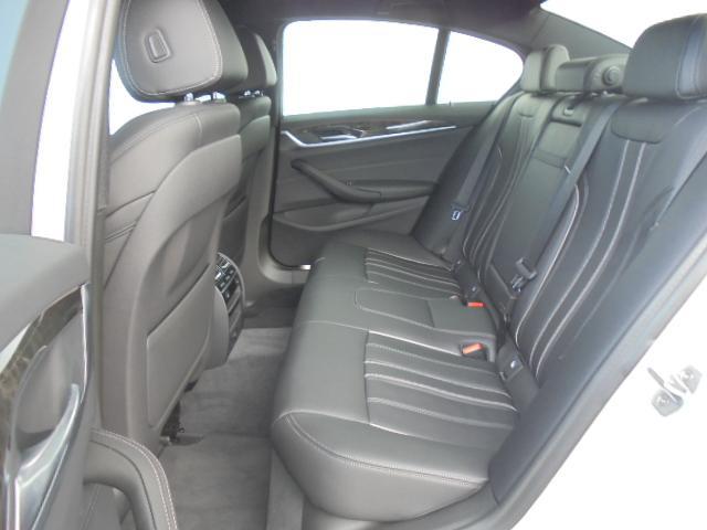 530e MスポーツPHEV黒革19AWデモカー認定中古車(14枚目)