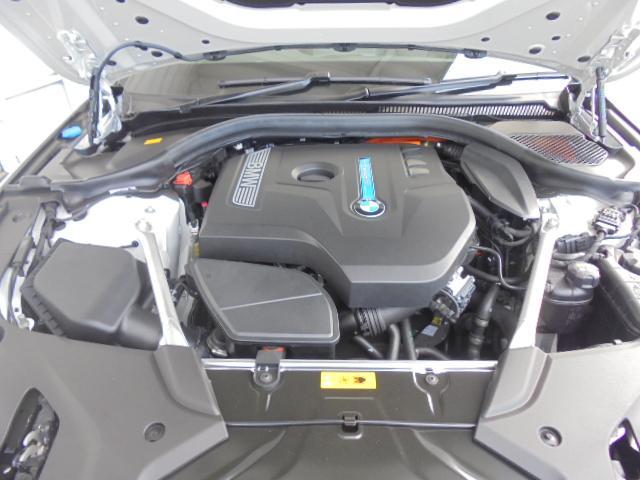 530e MスポーツPHEV黒革19AWデモカー認定中古車(17枚目)