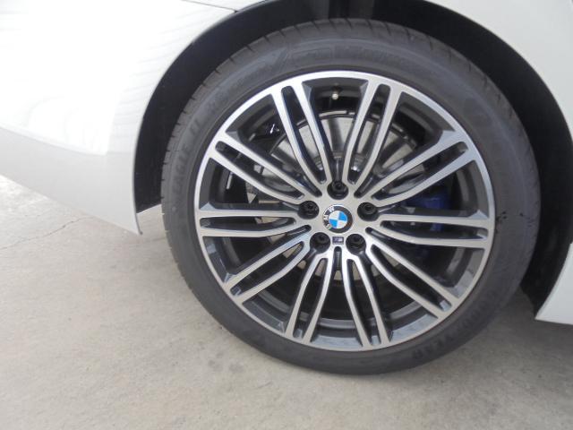 530e MスポーツPHEV黒革19AWデモカー認定中古車(20枚目)