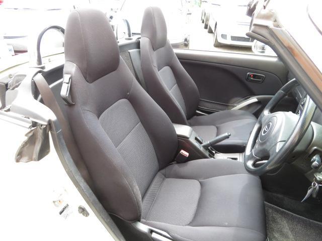 室内も当社専門スタッフにてクリーニング済みです!しかも消臭済みなので中古車でも安心・清潔です。後部座席は使用感も少なく程度良好です。