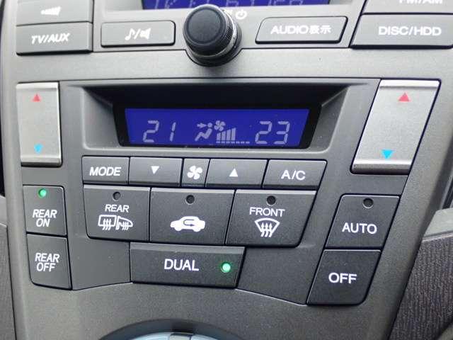 左右独立エアコンなので左右で温度を変えれるので同乗者の方も快適です。