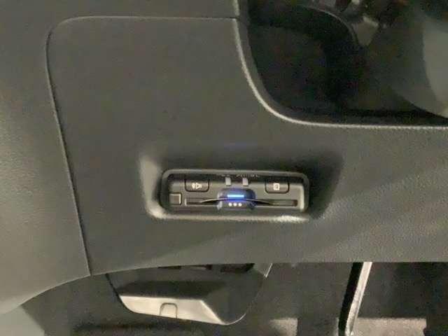 ホーム 試乗禁煙車 新車保証 純正ナビ BTaudio フルセグDVD 音録 ipod/USB リアカメラ LEDライト ETC 衝突軽減 サイドカ-テンSRS 緊急レスキュ-機能 スマ-トキ- クル-ズ機能(17枚目)