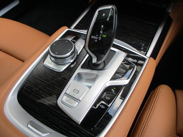 740d xDrive Mスポーツ 20AWリアコンフォート(9枚目)