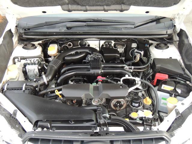 【走りも良く 燃費も良い 1600BOXER型のエンジン】レギュラーガソリンなので経済的です。 低重心。 左右対称。 4輪独立懸架。 走りに有利なBOXER。