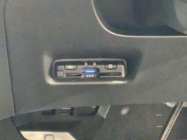 e:HEVネス 禁煙試乗車ナビRカメラ 衝突軽減 LED ETC スマートキー バックカメラ(17枚目)