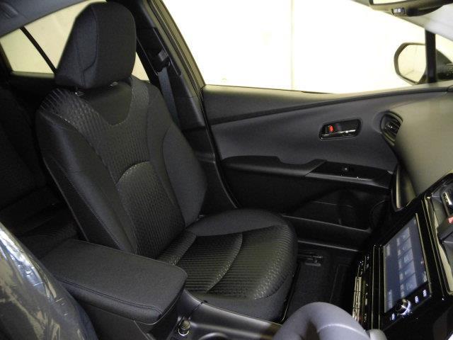 トヨタ プリウス Sセーフティプラス 当社社用車 T-connectナビ