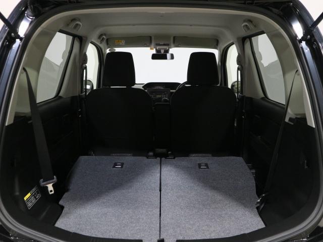 後部座席を倒せばここまでスペースが広がるので、大きな荷物を積む時にも大活躍です。