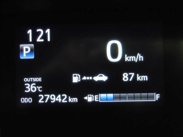 インフォメーションディスプレイには車の様々な情報が確認出来ます。