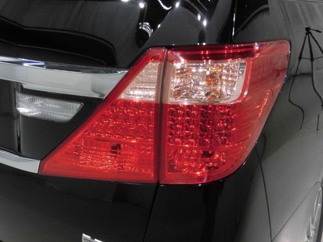 X 4WD フルセグ メモリーナビ DVD再生 ミュージックプレイヤー接続可 後席モニター バックカメラ ETC ドラレコ 両側電動スライド HIDヘッドライト 乗車定員7人 3列シート(7枚目)