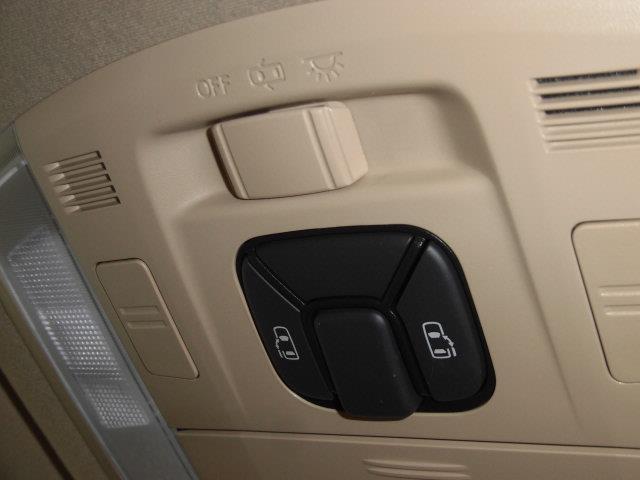 X 4WD フルセグ メモリーナビ DVD再生 ミュージックプレイヤー接続可 後席モニター バックカメラ ETC ドラレコ 両側電動スライド HIDヘッドライト 乗車定員7人 3列シート(12枚目)
