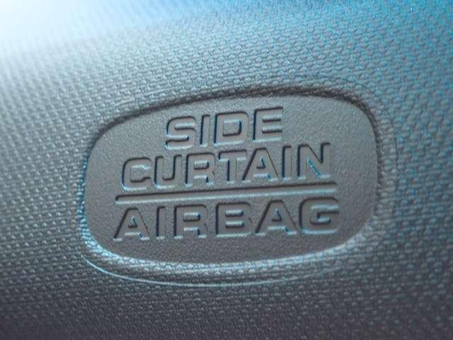 付いていて安心のサイドカーテンエアバッグシステム装備です。側面衝突時の安全性を高めるエアバッグです。