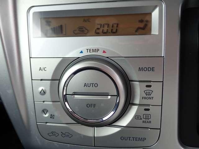 オートエアコンがついてますので、簡単操作で快適に過ごせます。