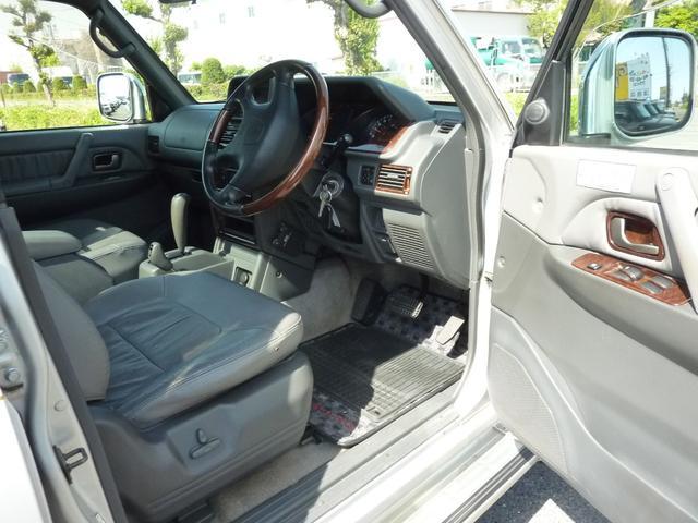 スーパーエクシード4WD 本革S サンルーフ 寒冷地仕様(9枚目)