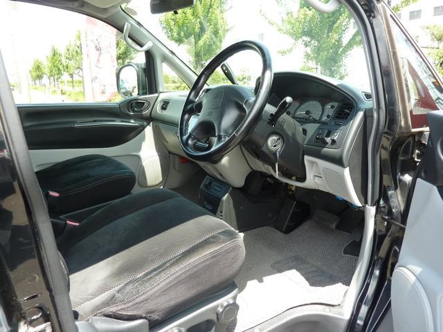 アクティブフィールドエディション 4WD HDDナビ フルセグTV キーレス ETC 最終モデル 7人乗 ルーフスポイラー 禁煙車 オートステップ 純正アルミ ビルトイン大型フォグ(8枚目)