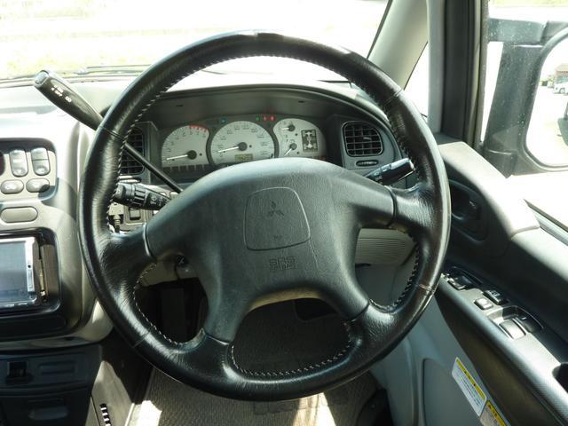 アクティブフィールドエディション 4WD HDDナビ フルセグTV キーレス ETC 最終モデル 7人乗 ルーフスポイラー 禁煙車 オートステップ 純正アルミ ビルトイン大型フォグ(13枚目)