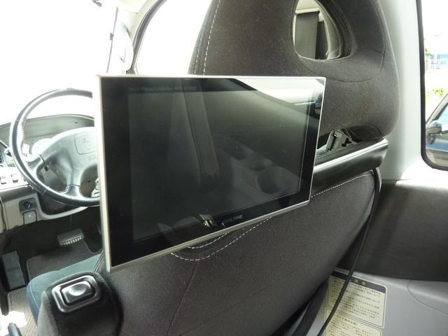 アクティブフィールドエディション 4WD HDDナビ フルセグTV キーレス ETC 最終モデル 7人乗 ルーフスポイラー 禁煙車 オートステップ 純正アルミ ビルトイン大型フォグ(16枚目)