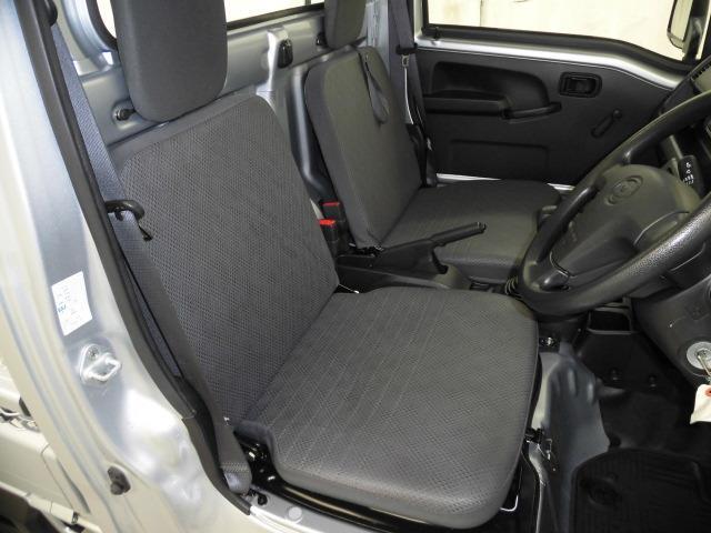 運転席のまわりには収納もたくさんあり、とても使いやすいですよ!ぜひ座って確めてください!