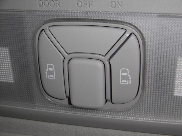 両側電動パワースライドドア付。狭い駐車場での乗り降りもラクラクです!