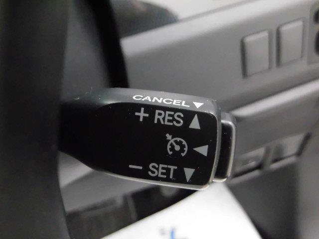 クルーズコントロール付。アクセルを踏んでいなくても設定速度で走行できます。高速道路では安全に走行できますし、燃費向上にもなります。