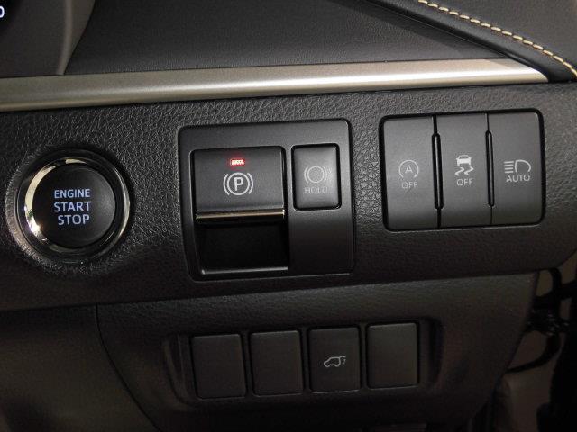 ブレーキを踏んでボタンを押すだけでエンジンが作動します!