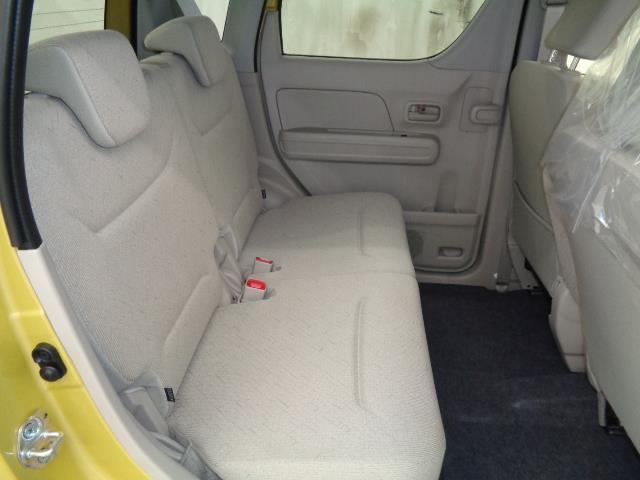 後部座席も当然、綺麗・清潔に仕上げております。内装の綺麗なお車は気持ちが良いですし、コンディションのいい車が多いです。前