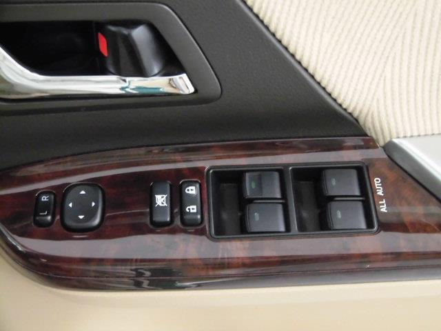 2.4V フルセグ HDDナビ DVD再生 ミュージックプレイヤー接続可 バックカメラ ETC HIDヘッドライト 乗車定員8人 3列シート(18枚目)