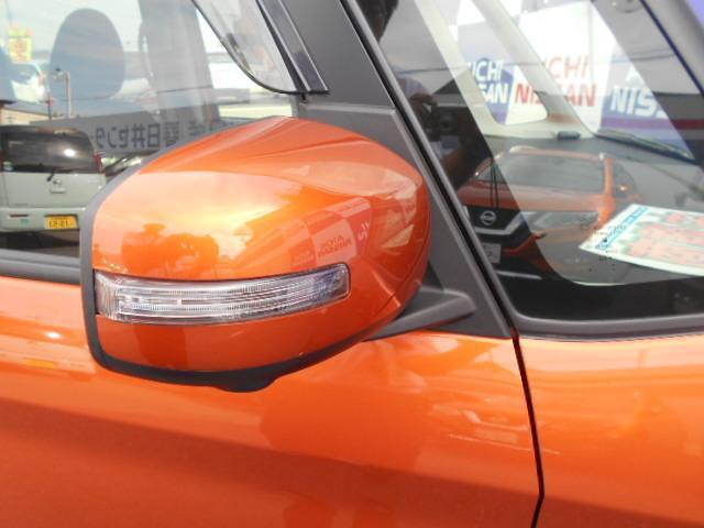 視認性がよく安全性が高いドアミラーウィンカー装備。