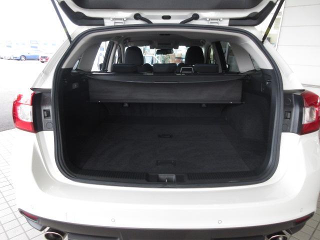 ラゲッジスペース 広いスペースにお荷物をたくさん載せてお出かけをお楽しみ頂けます!トノカバー付き。